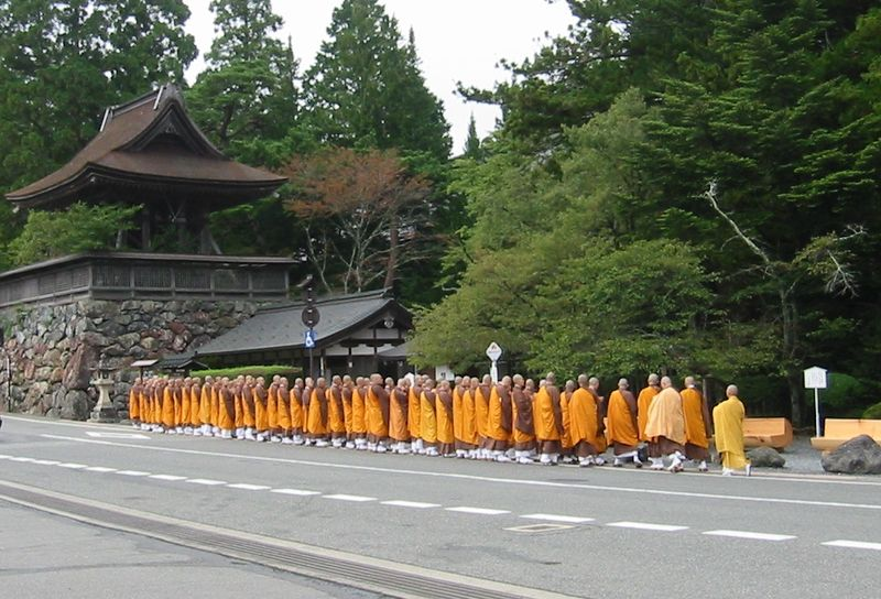 800px-Mt_Koya_monks.jpg